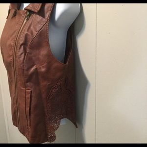 BKE Outerwear Zip Up Sleeveless Leather Vest